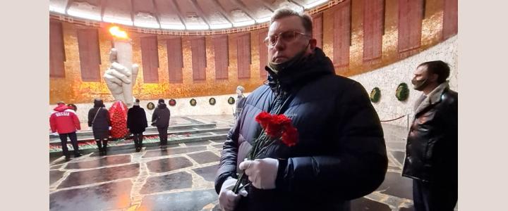 Алексей Лубков почтил память защитников Отечества в Волгограде на Мамаевом кургане